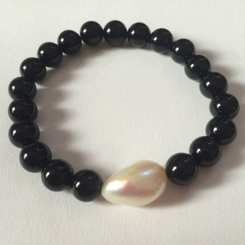 The LAUREN Pearl & Onyx bracelet