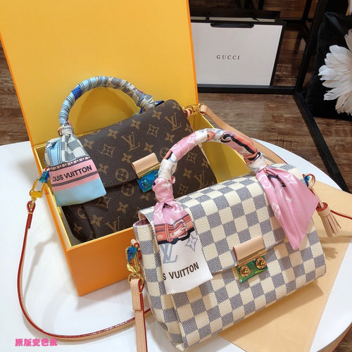 Top L. Message Bag