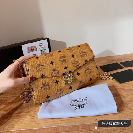Top L Clutch Bag
