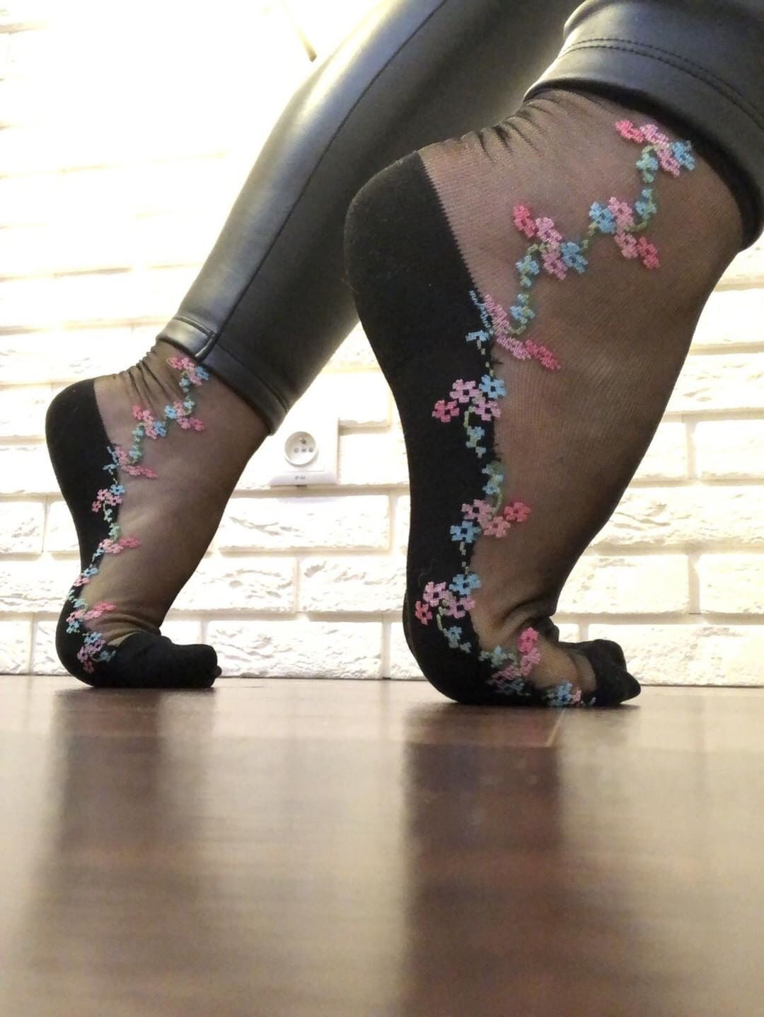 Curved Flowers Sheer Socks - Global Trendz Fashion®