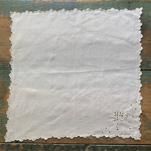 4 Vintage Scalloped Cotton Napkins