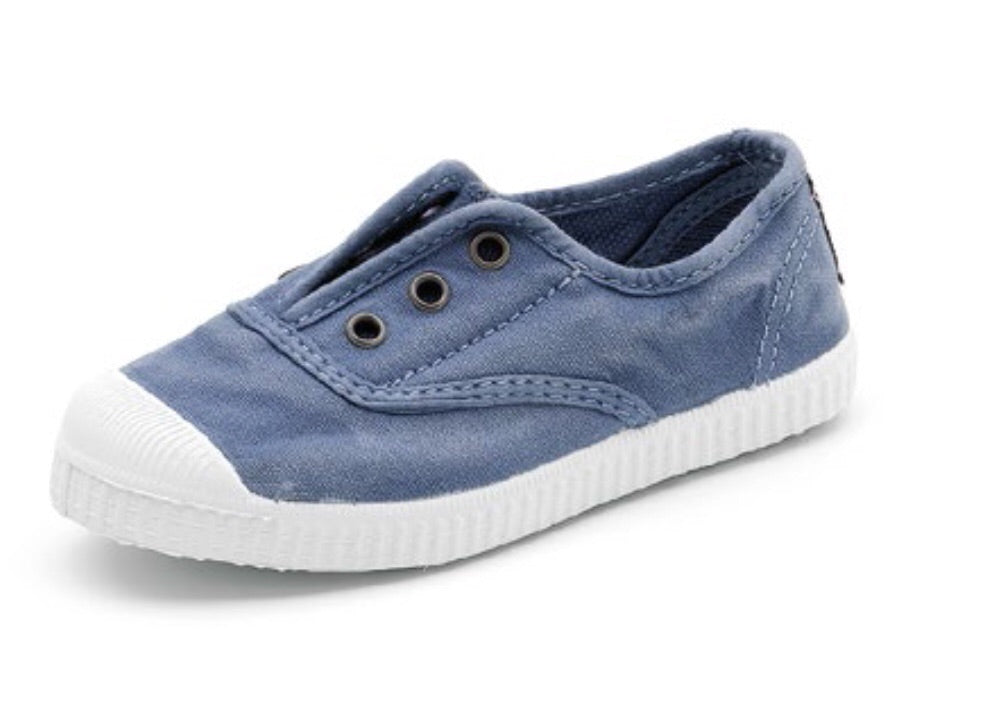 Cienta - Distressed Sky Blue Canvas Laceless Sneaker