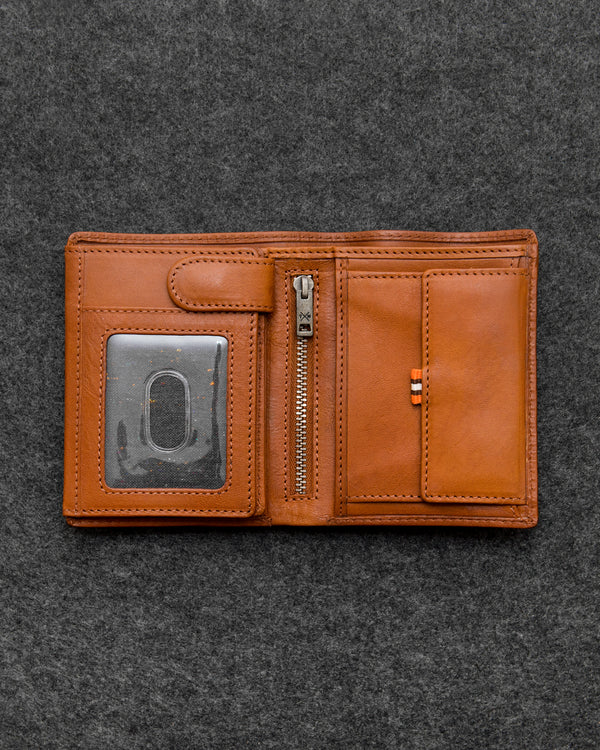 Tan Tudor Leather Traditional Large Capacity Wallet a