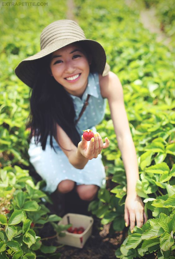 strawberry picking with mom | Kid's Dream