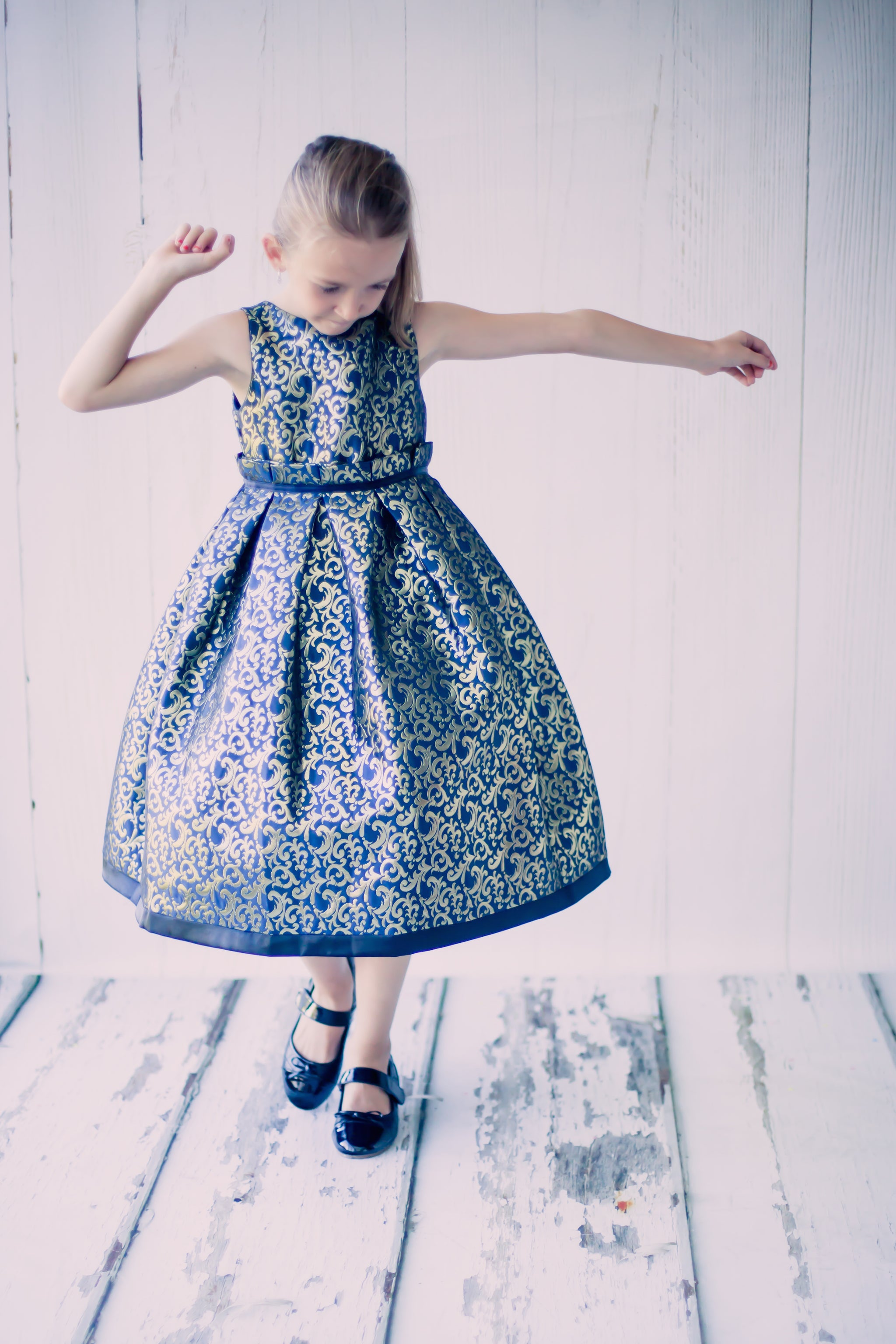 Elegant Jacquard Pleated Girl Dress