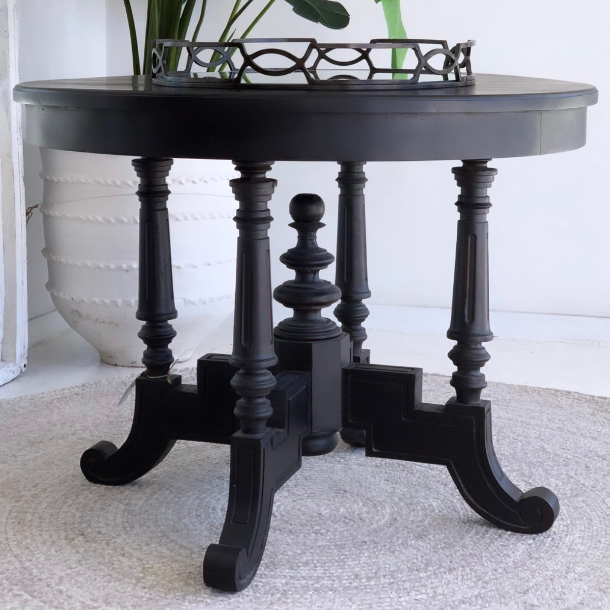 Round Black Ornate Entrance Table 76x100