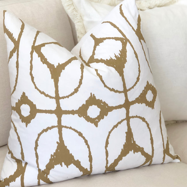 Ikat Diamond White Lounge