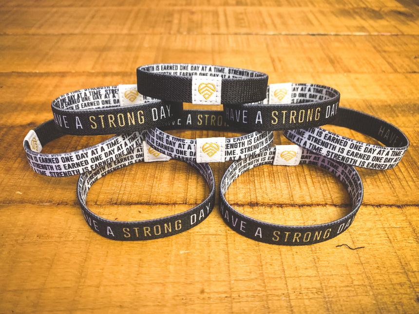HAVE A STRONG DAY. | MENTAL HEALTH | (BLACK) REVERSIBLE WRISTBAND - LOVE, ANXIETY, DEPRESSION - HAVE A STRONG DAY.