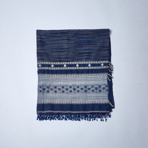 You can never go wrong with navy and white.  A go-to shawl for any occasion.