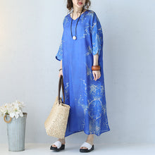 Load image into Gallery viewer, Fine blue prints long linen dress trendy plus size v neck gown Fine bracelet sleeved kaftans