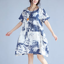 Load image into Gallery viewer, blue linen knee dress Loose fitting linen clothing dress top quality prints o neck short sleeve linen dresses