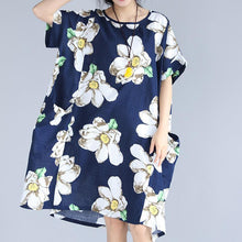 Load image into Gallery viewer, fashion blue floral natural linen dress trendy plus size traveling dress 2018 big pockets short sleeve linen clothing dresses