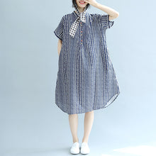 Load image into Gallery viewer, stylish blue floral Midi-length cotton dress plus size clothing cotton maxi dress Fine short sleeve pockets Stand baggy dresses