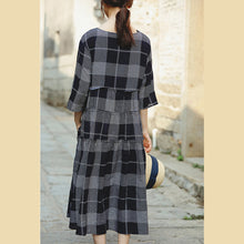 Load image into Gallery viewer, fine blue plaid grid cotton linen caftans Loose fitting o neck baggy dresses gown women half sleeve pockets dresses