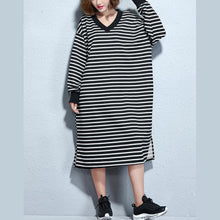 Load image into Gallery viewer, vintage black white striped long cotton dresses oversize v neck cotton maxi dress top quality side open caftans