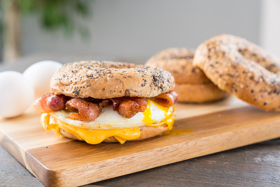 🍳 Egg, Bacon and Cheese Bagel 🥓