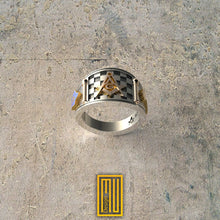 Cigar Band style Masonic Ring with Jacobs latter and Forget Me Not Flower