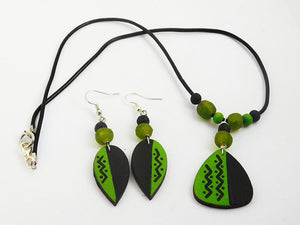 Art Jewelry Set Green Black Beaded Leather Ethnic Necklaces