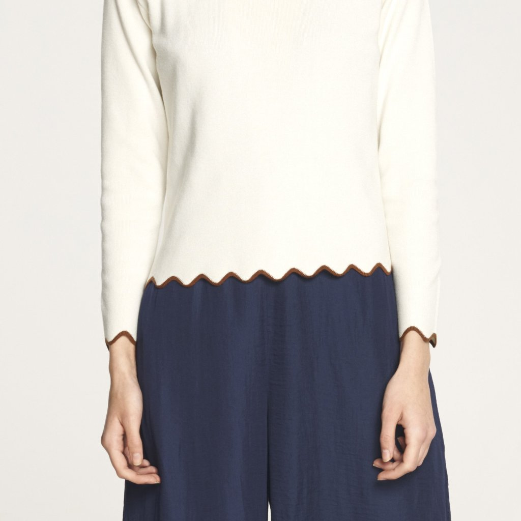 Knitted Top with Contrast Scallop Hem and Sleeves in White and Brown