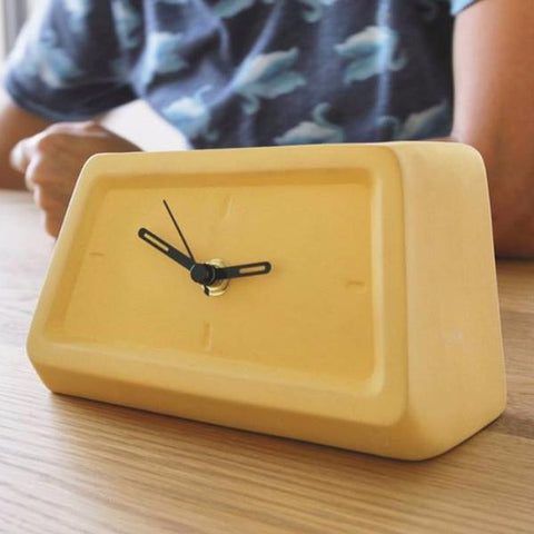 Table Clock by Yahalomis on OOSTOR.com