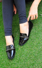 Hasan Glossy Black Loafers With Metal Chain by SEIRA ELVES on OOSTOR.com