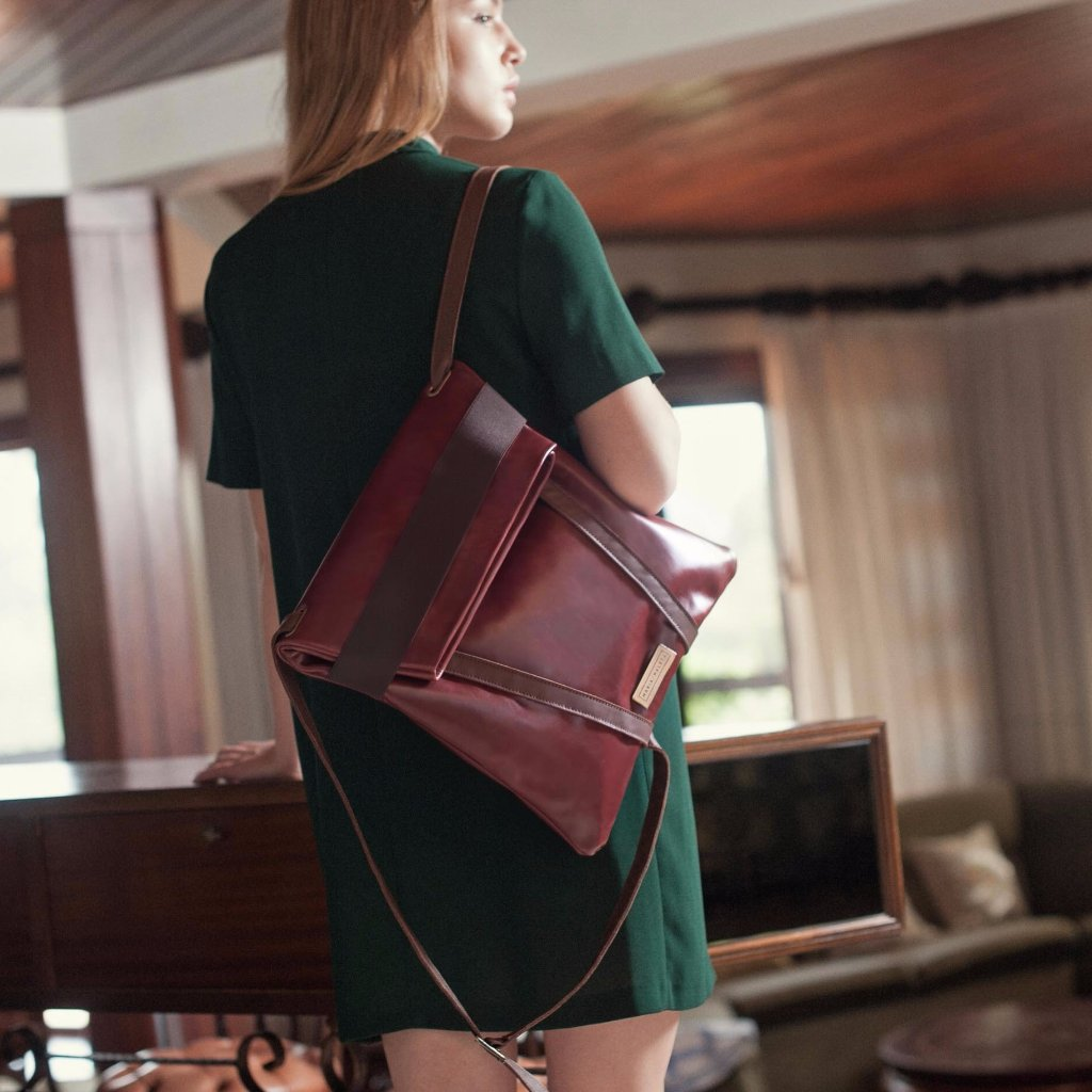 Burgundy Backpack by Maria Maleta on OOSTOR.com