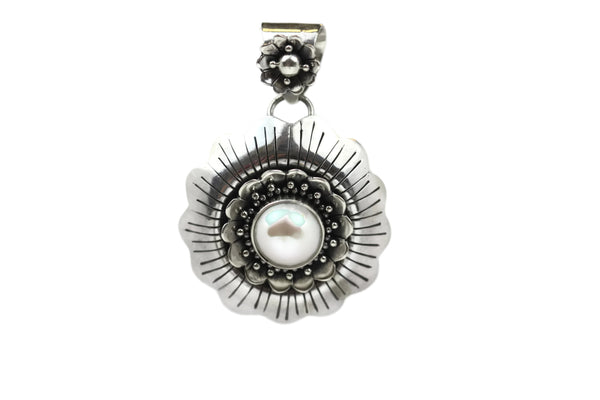 Handmade 925 Sterling Silver Floral Pendant with Saltwater White Pearl