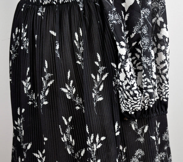 Vintage Black White Floral Flower Print Pleated Cinched Waist Long Sleeve Dress