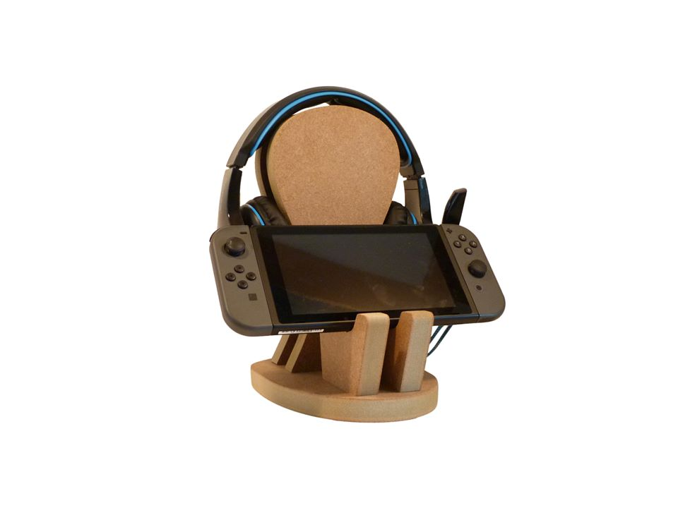 Personalised and Customisable Headphones and Controller Wooden Stand
