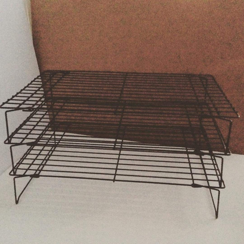 "cooling rack, 3pcs stackable 10""width 16""length 3""high (per piece)"