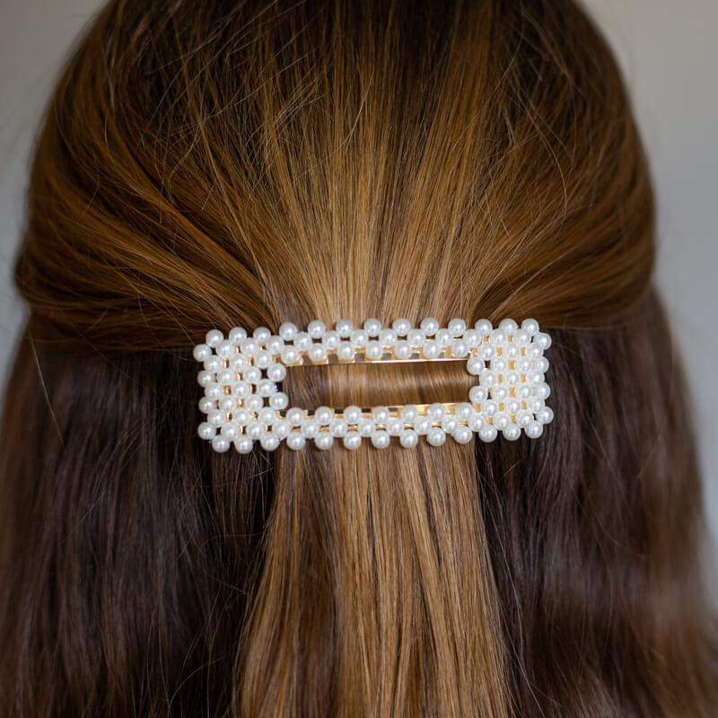 Square hairclip with pearls