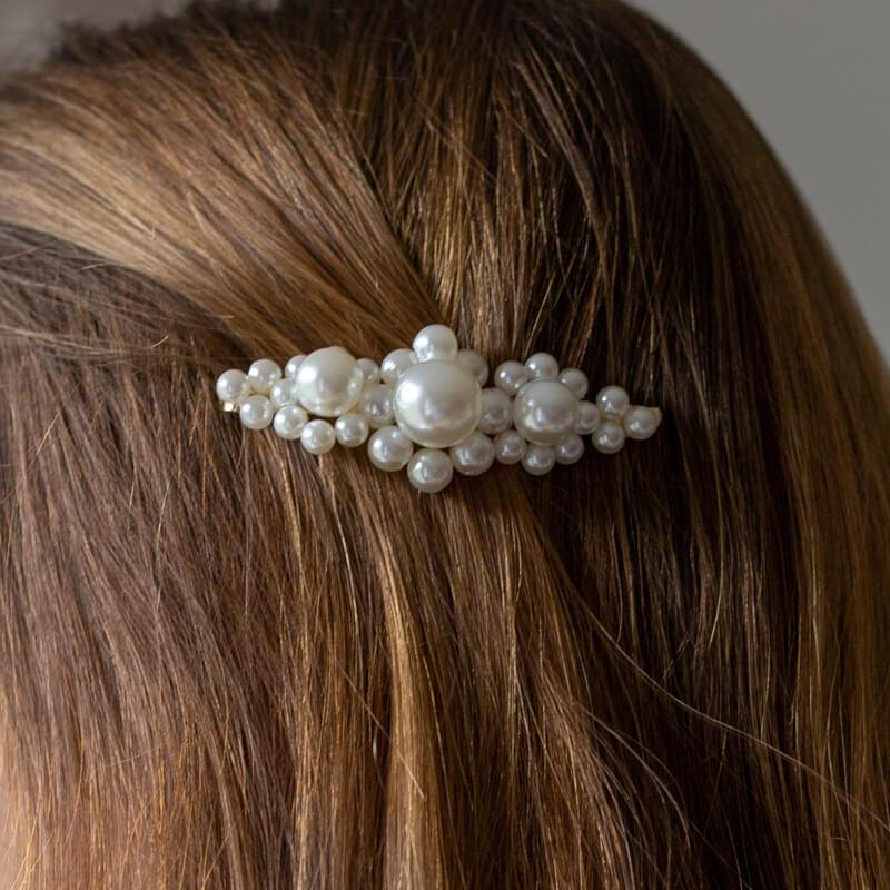 Large hairpin with pearls