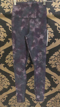 Load and play video in Gallery viewer, Alo Yoga SMALL High-Waist Solarized Tie Dye Legging - Oxblood