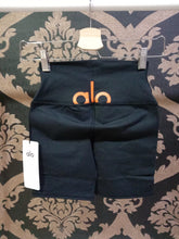 Load image into Gallery viewer, Alo Yoga SMALL High-Waist Spin Short - Black/Tangerine