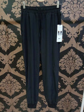 Load image into Gallery viewer, Alo Yoga XS All Time Pant - Black
