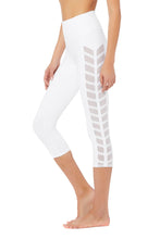 Load image into Gallery viewer, Alo Yoga Chevron Capri - White