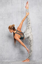 Load image into Gallery viewer, Alo Yoga XS Movement Bra - Deep Jade