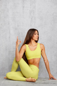 Alo Yoga SMALL Wellness Bra - Shock Yellow