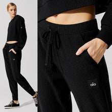 Load image into Gallery viewer, Alo Yoga XS Muse Sweatpant - Black