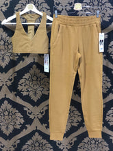 Load image into Gallery viewer, Alo Yoga XS Unwind Sweatpant - Caramel