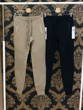 Load image into Gallery viewer, Alo Yoga XS Urban Moto Sweatpant - Gravel