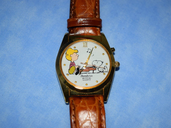 Peanuts Wristwatch Schroeder Playing Piano Watch with Original Tin Box Chaseybluevintage