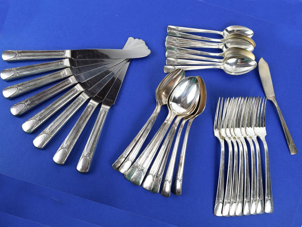 Vintage Bouquet Embassy Silverplate Silverware 1939 by International Silver Service for 8 Knives Soup Spoons Teaspoons Dinner Forks