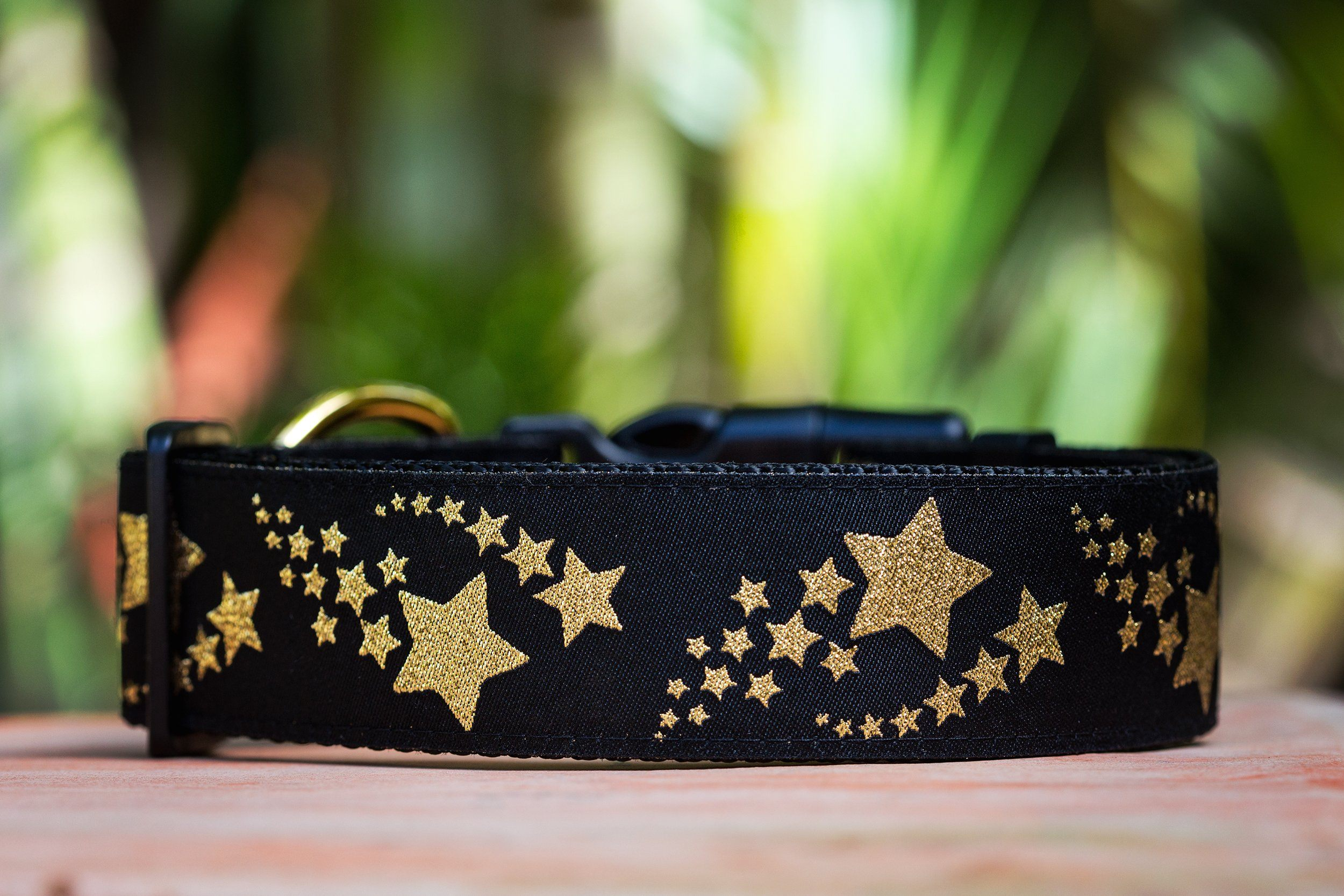 dog collars made in Australia, featuring golden shooting stars pattern. A high quality and unique dog collar.