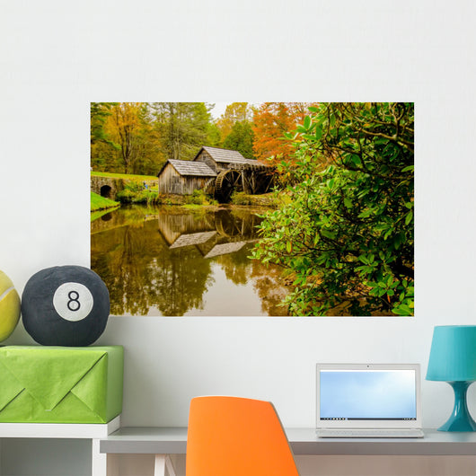Virginia's Mabry Mill on the Blue Ridge Parkway in the Autumn se Wall Mural