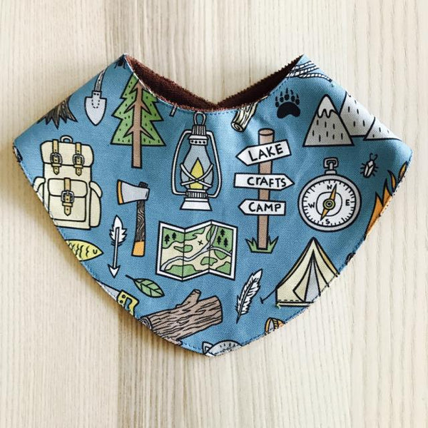 Reversible bandana bib - into the wild