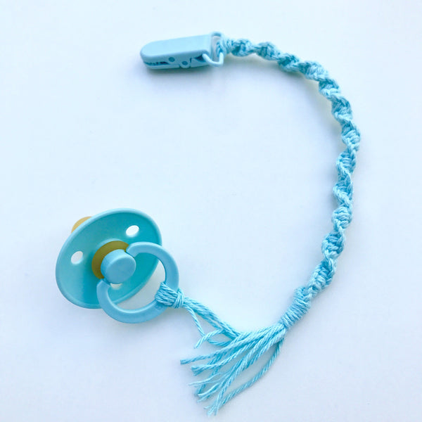 Macrame pacifier holder - mint