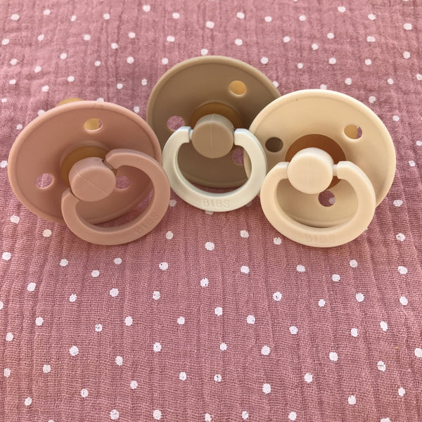 3 Bibs pacifiers + 1 pink muslin with dots