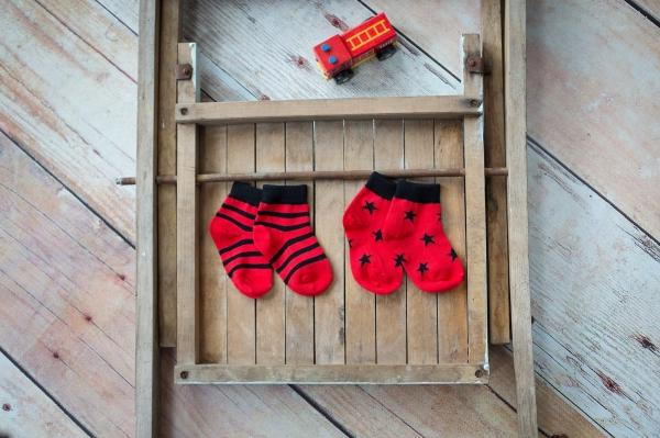 Red & black socks - 2 pack