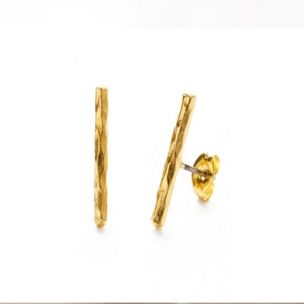 Hammered bar earring gold stud